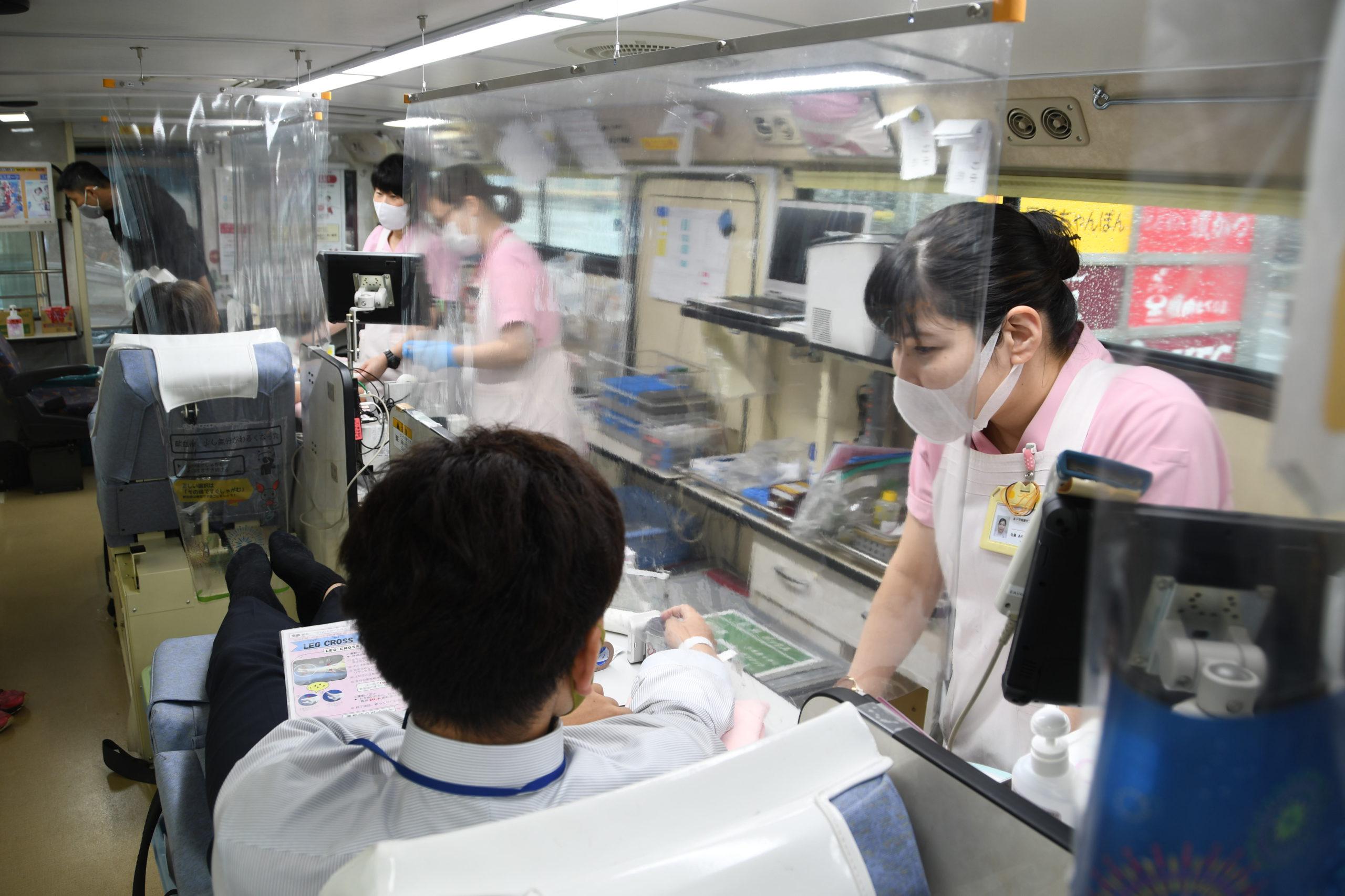 献血バスの内部
